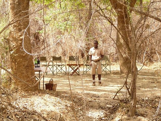Begrüßung im Bush Camp von Robin Pope Safaris