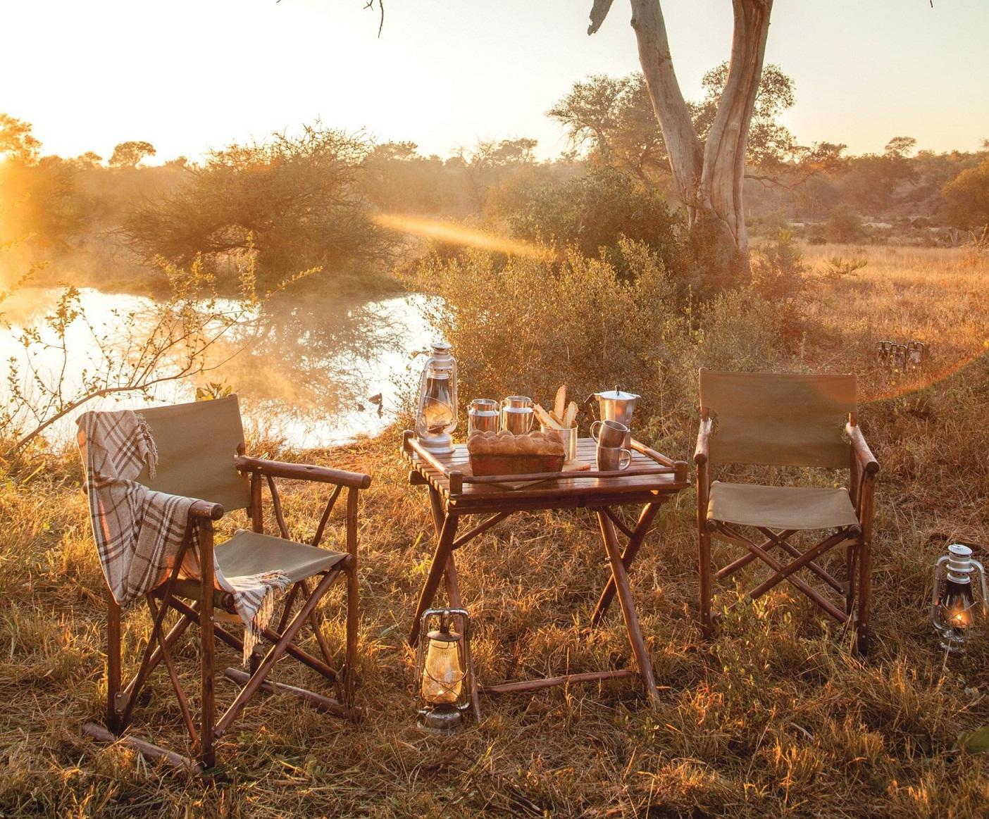 Ein Frühstück im Freien ist ein Highlight einer Safari in Afrika