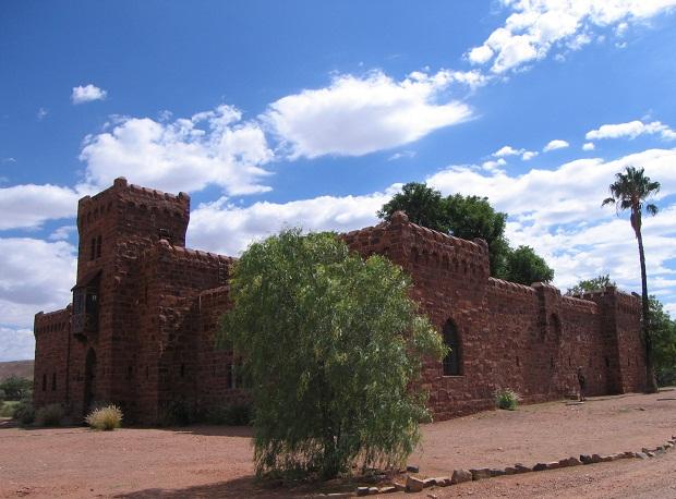 Gesamtansicht von Schloss Duwisib in Namibia