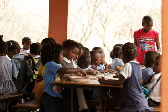 Schulspeisung in Tujatane