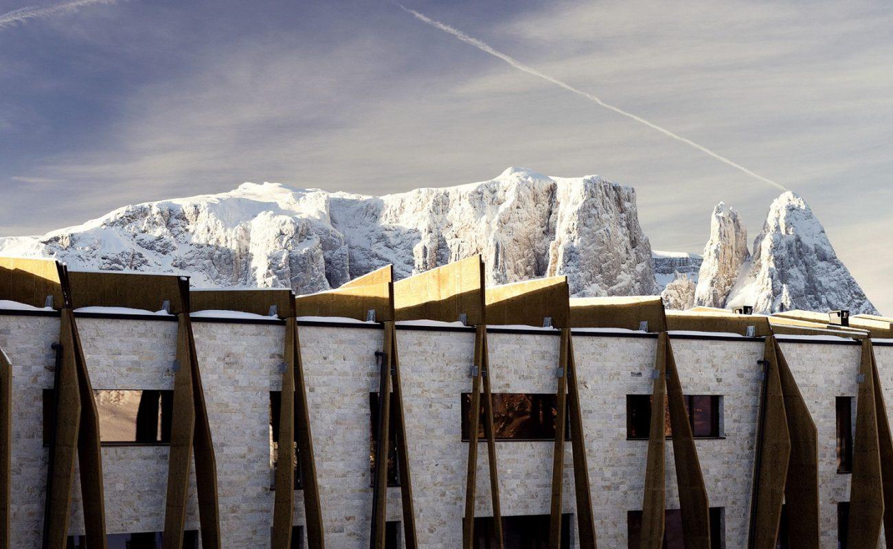 Alpina Dolomites Seiser Alm mit Blick auf die Dolomiten