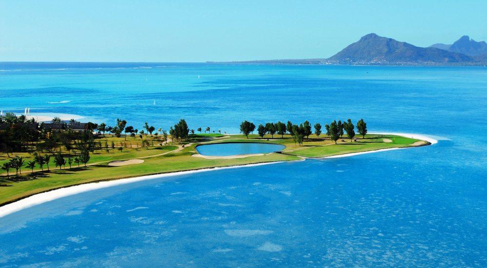 Golfspielen mit Blick auf den Indischen Ozean