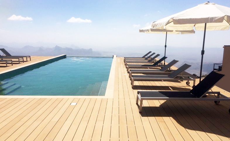 Ein Pool - Luxus pur in den Bergen des Omans