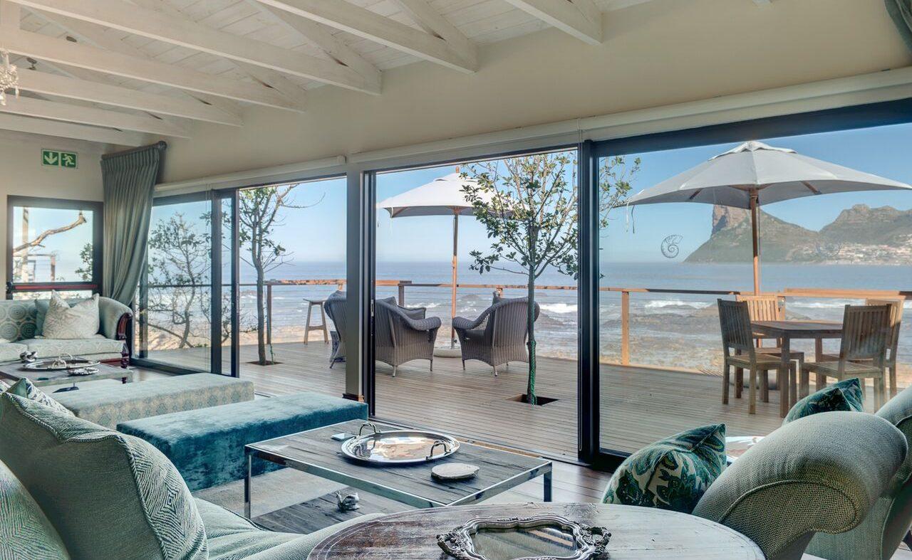 Lounge mit Blick auf den Atlantik