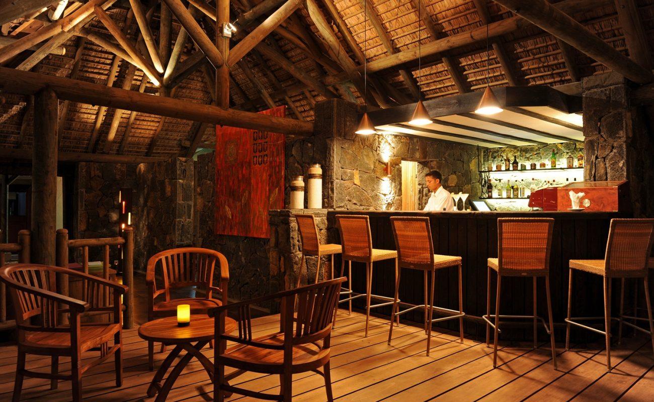 Die gemütliche Bar des Sakoa Hotels