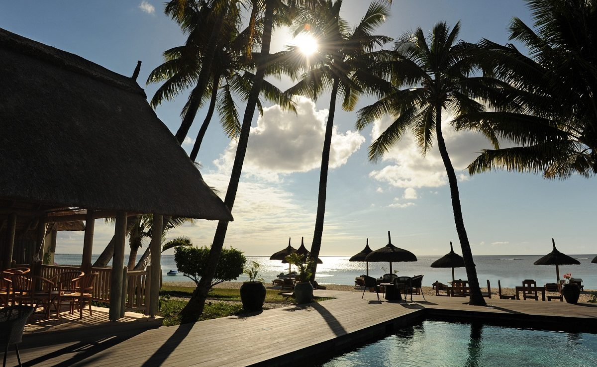 Sakoa - Blick über Pool und Strand