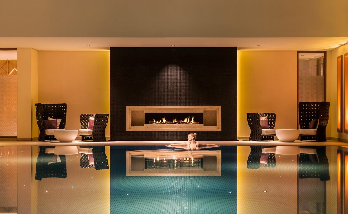 Pool mit Kamin im Luxusresort Severins