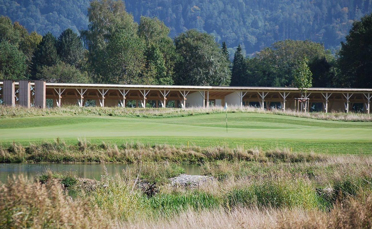 Eine hochmoderne Driving Range im Golfhotel in Grassau