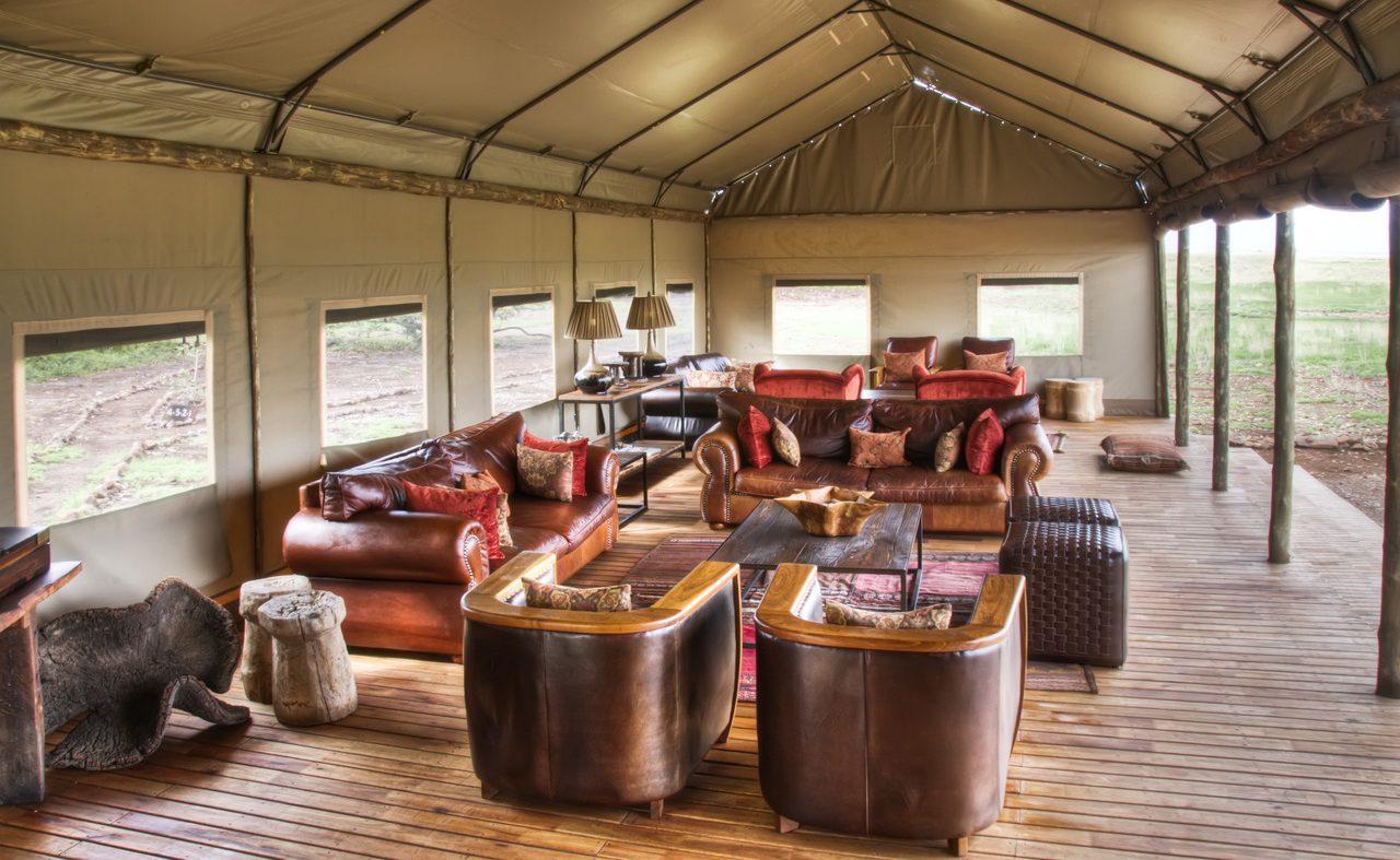 Die großzügige Lounge des Wilderness Camps
