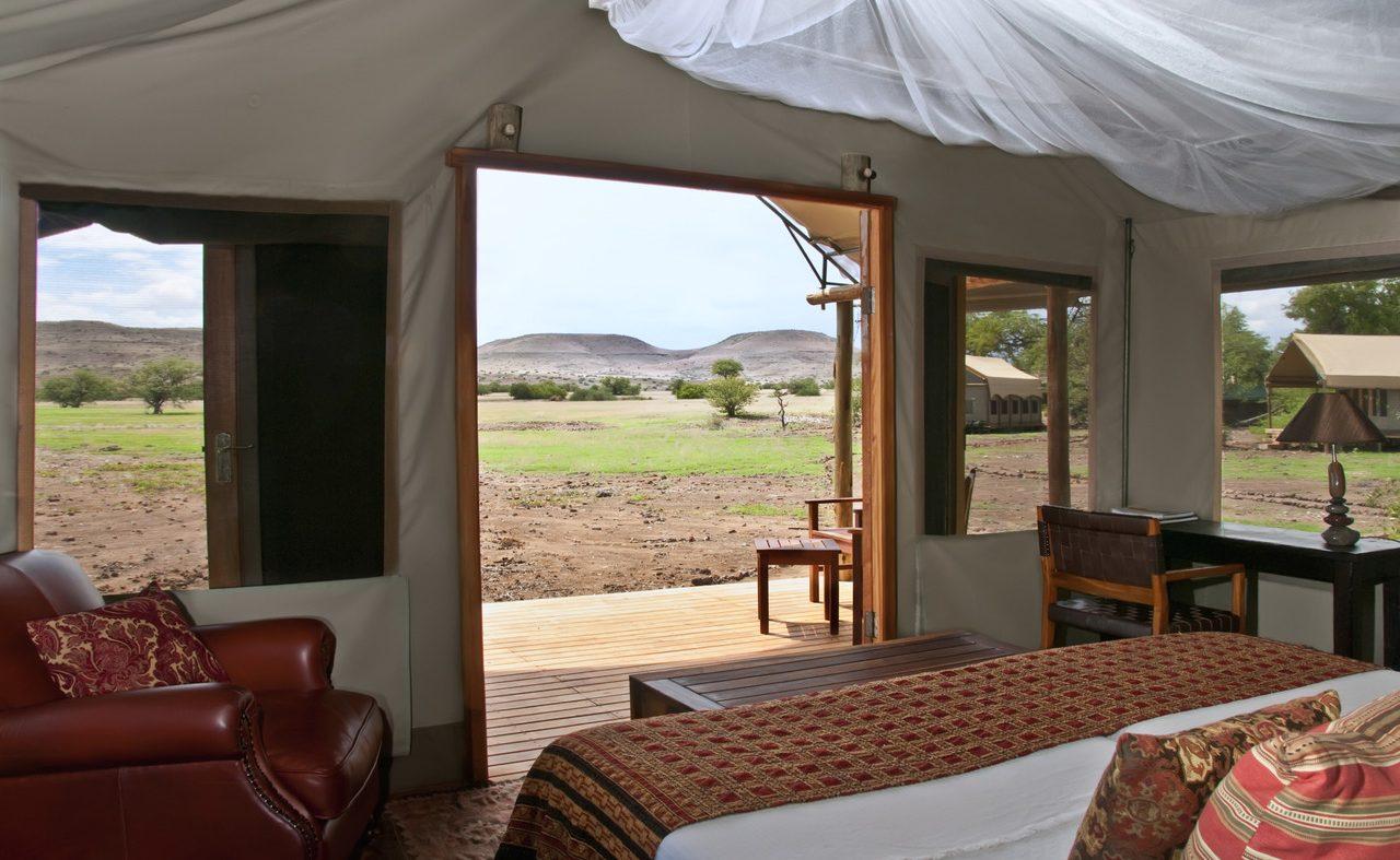 Buchen Sie das Luxuscamp Desert Rhino mit dem herrlichem Ausblick mit Afrika Spezialisten Genuss Touren