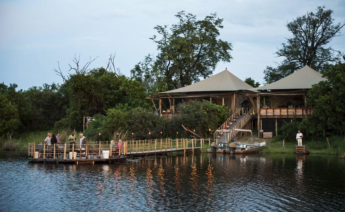 Herrlich zur Sternbeobachtung in Botswana - das Deck über der Osprey Lagune
