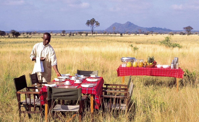 Ein Frühstück im Busch gehört zu einer hochwertigen Kenia Safari mit Genuss Touren einfach dazu
