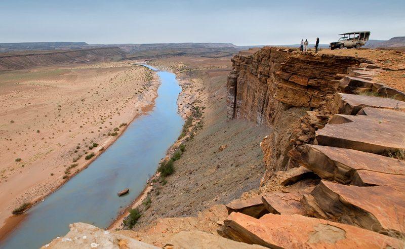Blick auf den Fish River tief unten in den Felsen