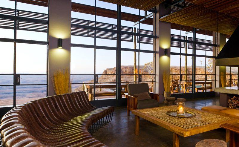 Die stylische Lounge der Fish River Lodge