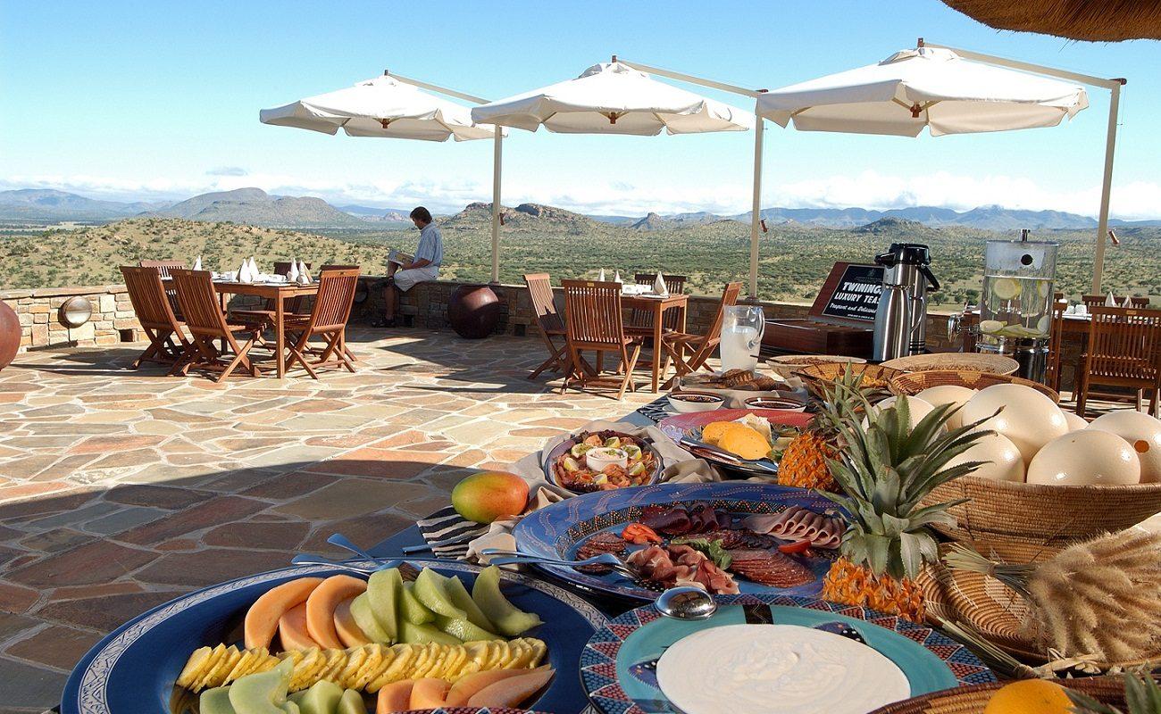 Frühstück auf der Terrasse in der Luxuslodge bei Windhoek