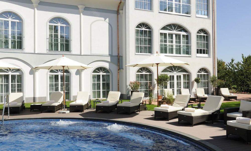 Gut Ising: Wohlfühlhotel mit Golfplatz und Reitstall in Bayern am Chiemsee