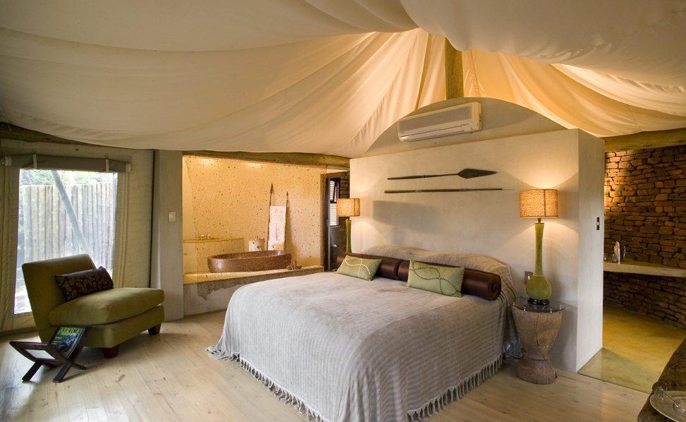 Schlafbereich eines Luxuszeltes in Marataba