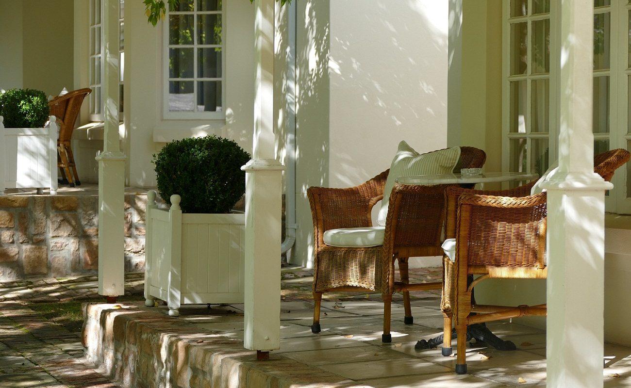 Veranda vor den Suiten im Luxushotel in der Kleinen Karoo