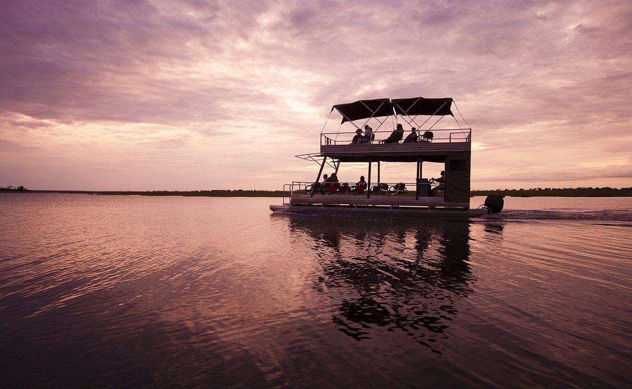 Auf einem Boot zum Sonnenuntergang im Chobe Nationalpark