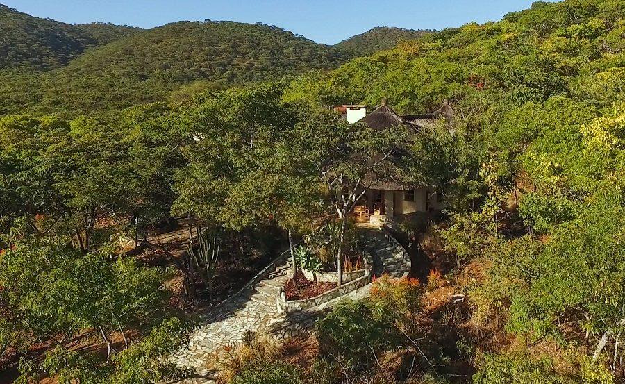 Luftaufnahme eines Chalets der Musangano Lodge