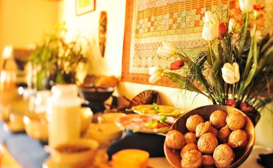 Ein deutsches Frühstück in der Lodge in den Eastern Highlands von Simbabwe
