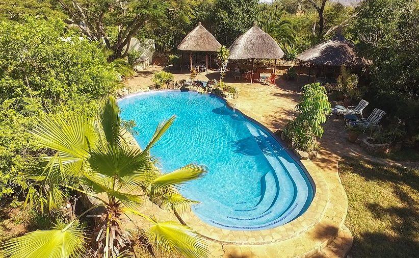 Pool der Musangano Lodge