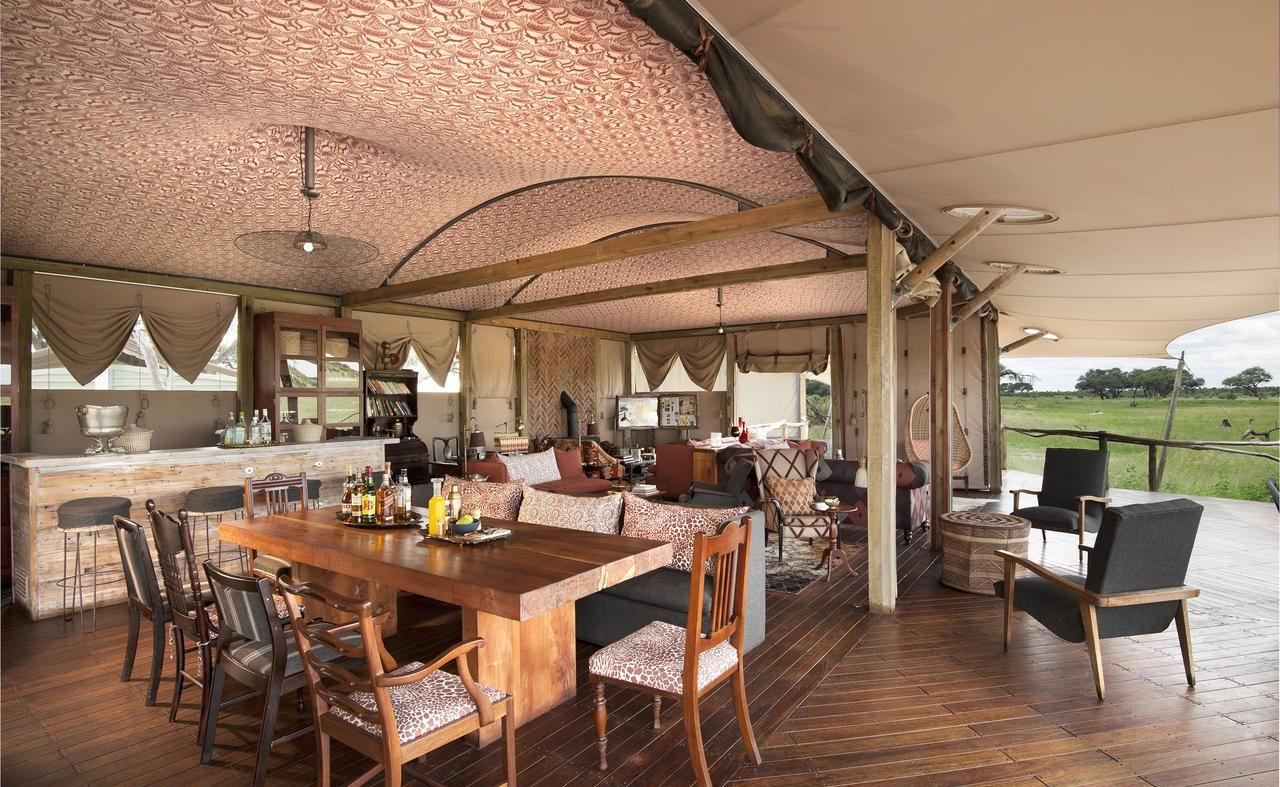 Im Haupthaus des Luxuscamps von African Bushcamp Company