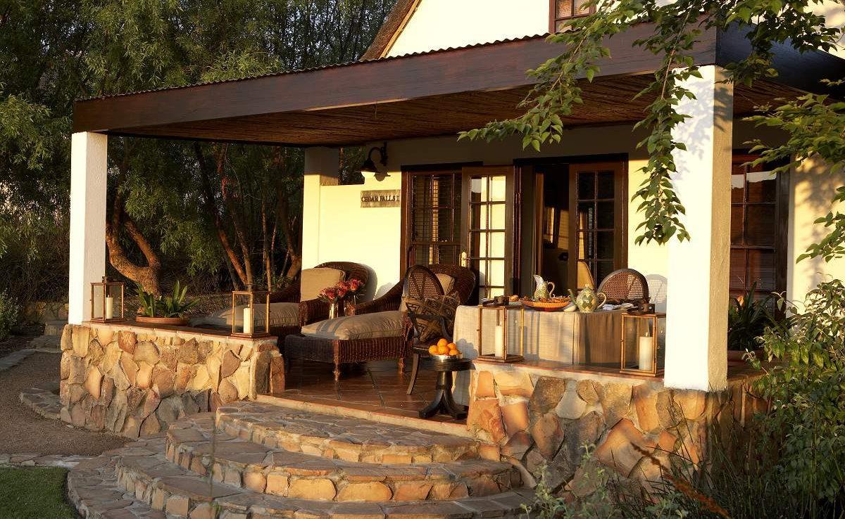 Veranda des Deluxe Zimmers in Bushmans Kloof