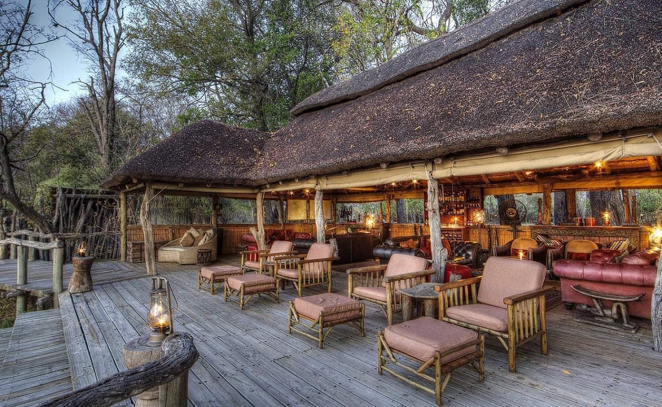 Das Deck des Luxuscamps im Moremi Gebiet