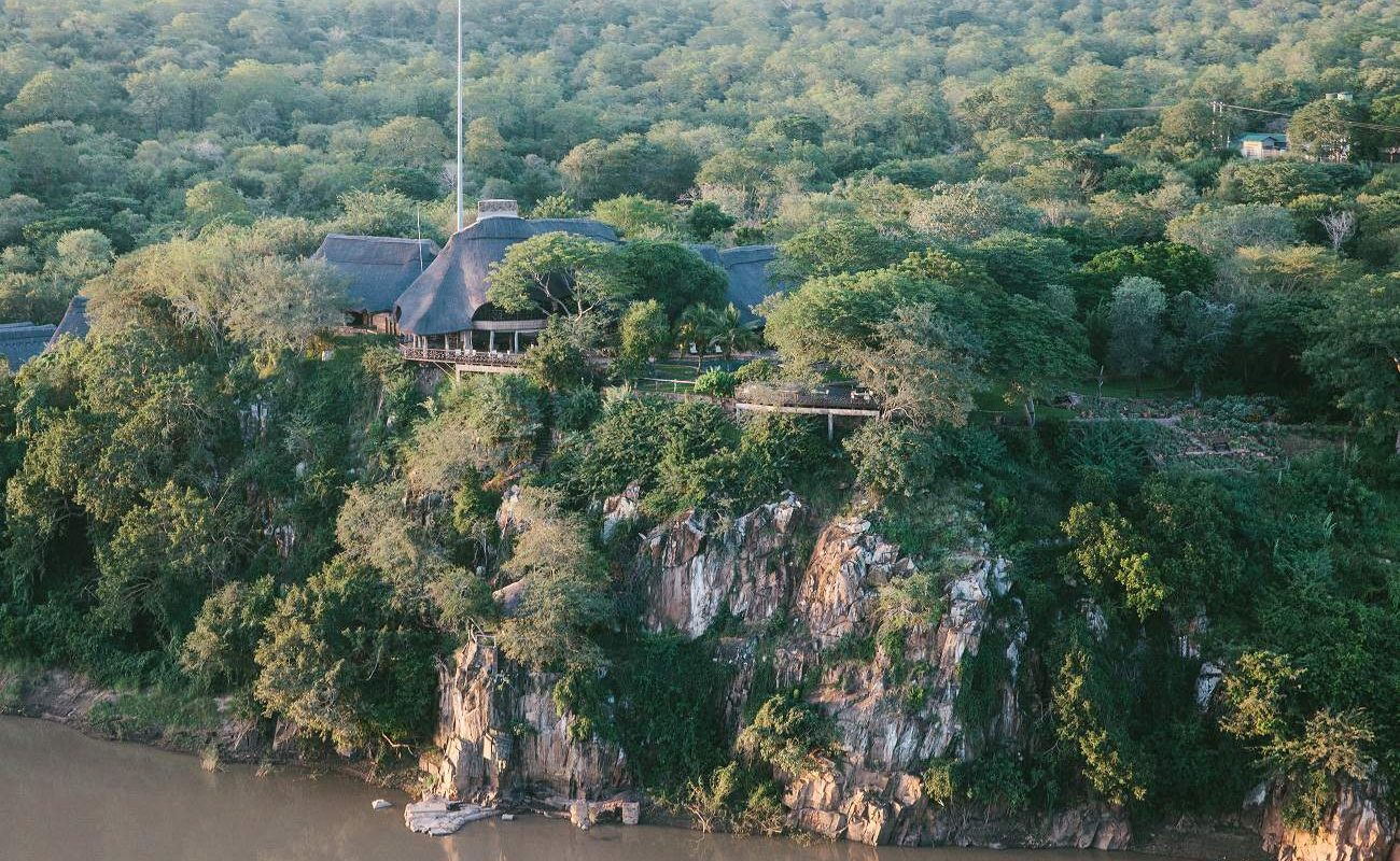 Gesamtansicht der Chilo Gorge Safari Lodge