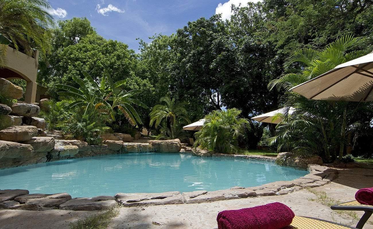 Pool im der Luxuslodge im Chobe