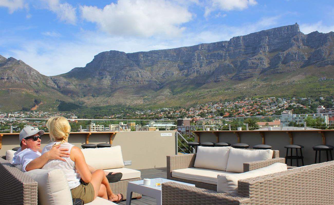 Herrlicher Ausblick von der Dach Lounge auf den Tafelberg
