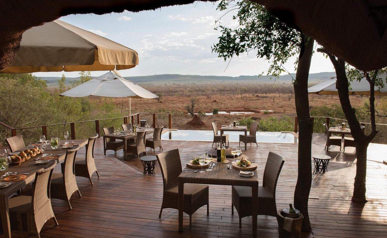 Abendessen auf der Veranda von Madikwe Hills