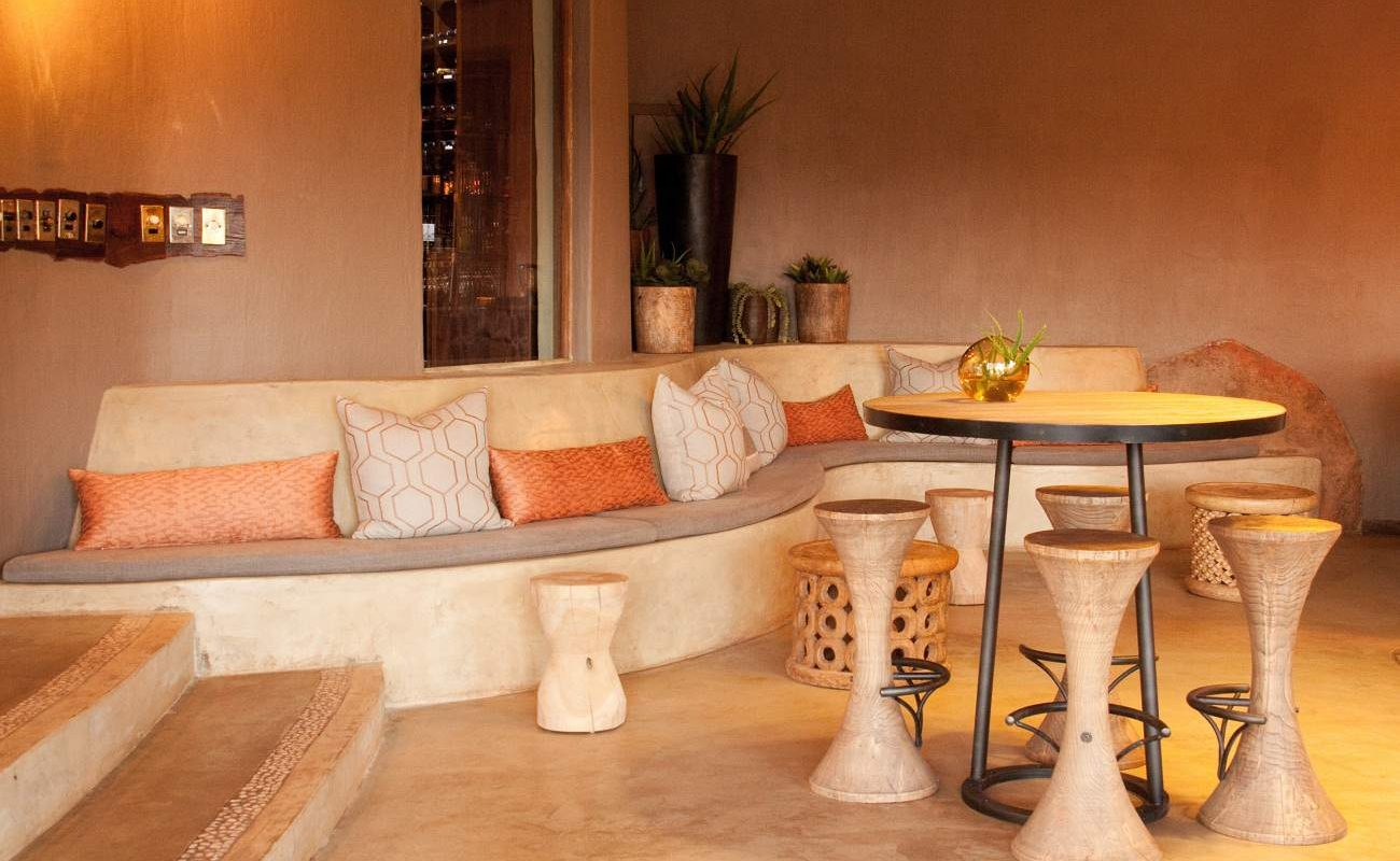 Stylische Lounge und Bar in Madikwe