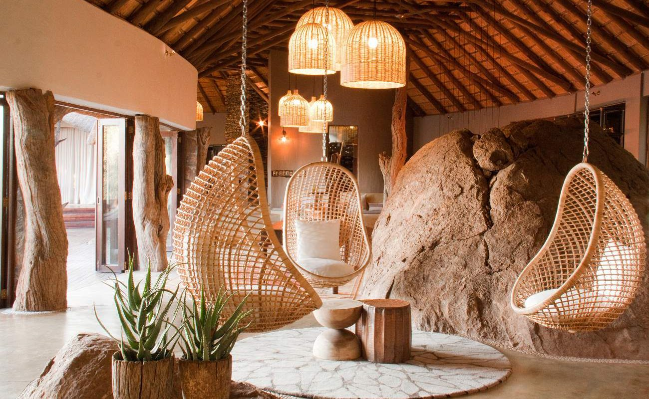 Lounge der Luxuslodge von Seasons in Africa