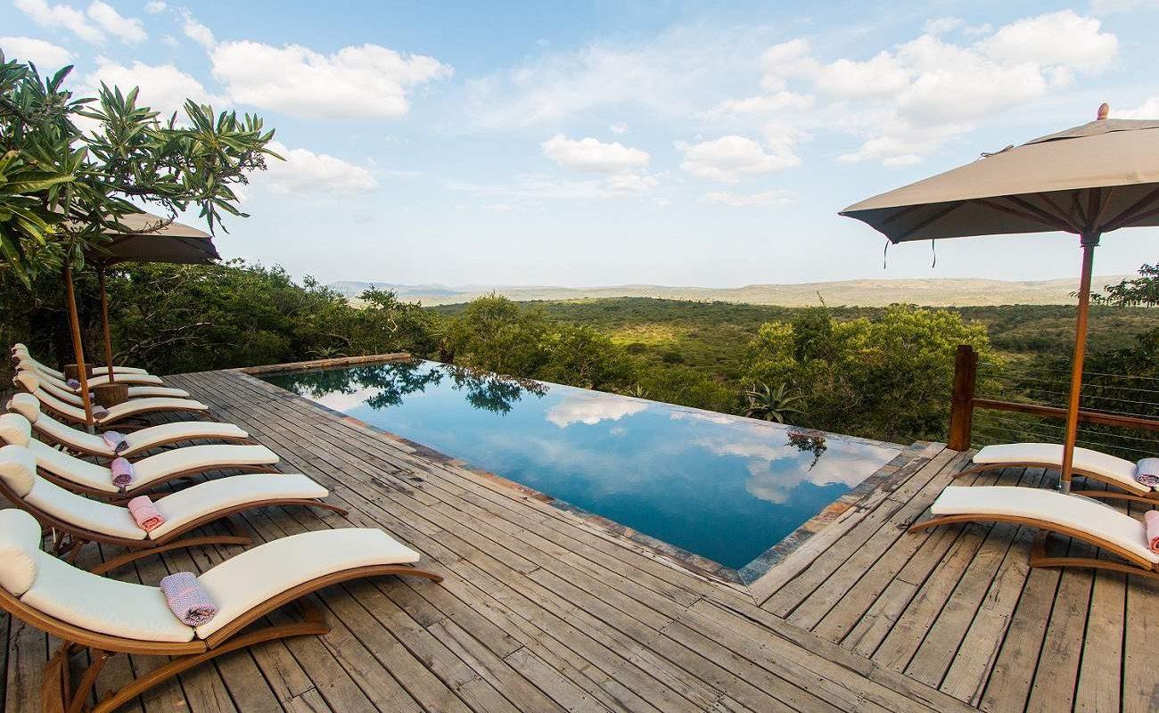 Pool der Rhino Ridge Safari Lodge