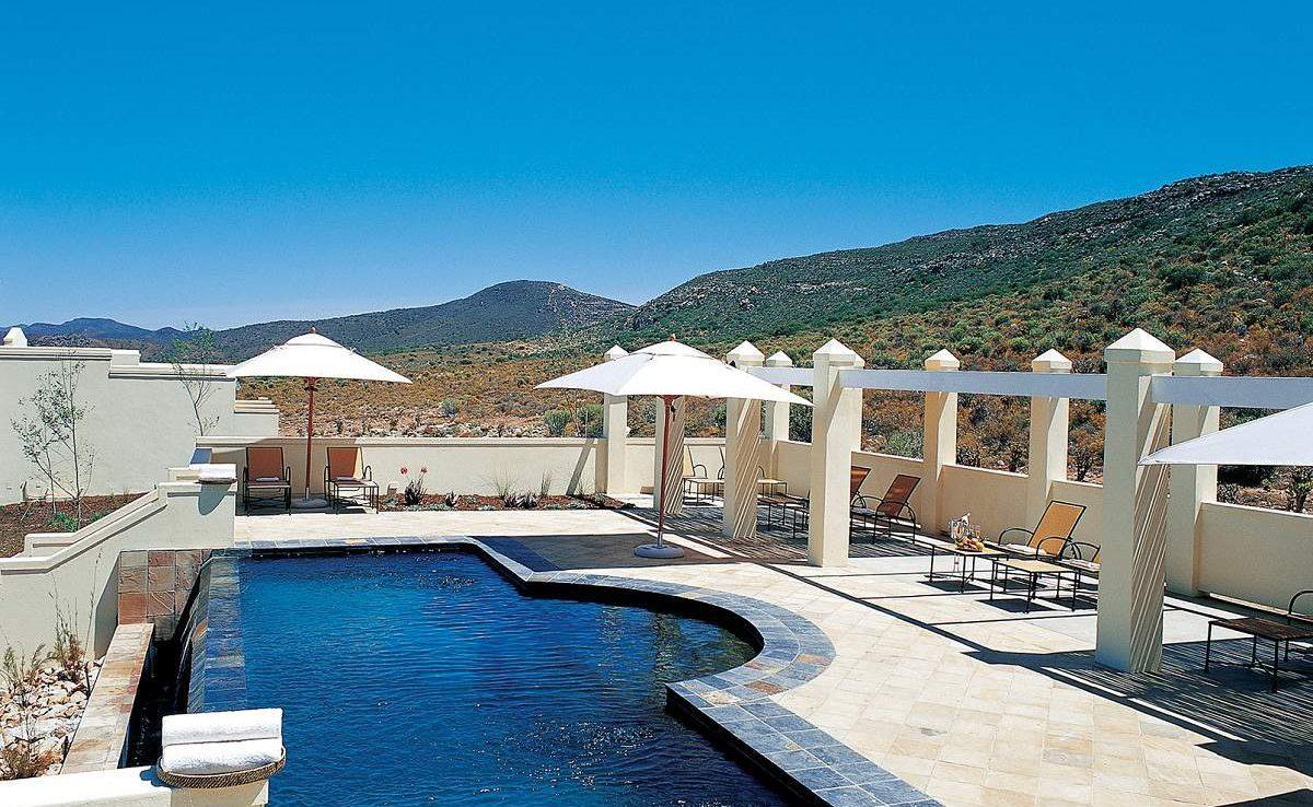 Der Pool von Sanbona Tilney Manor ist eine Wohltat während heißer Nachmittagsstunden in Südafrika
