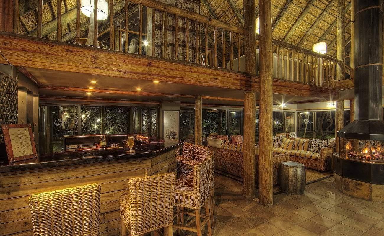 Lounge und Bar der Savute Safari Lodge