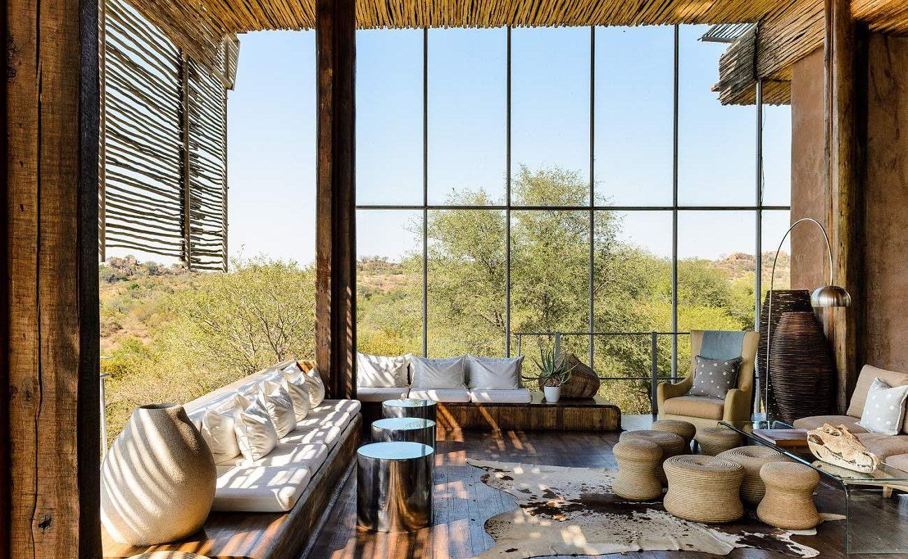Lounge mit herrlichem Ausblick in die Landschaft des Krüger Nationalparks