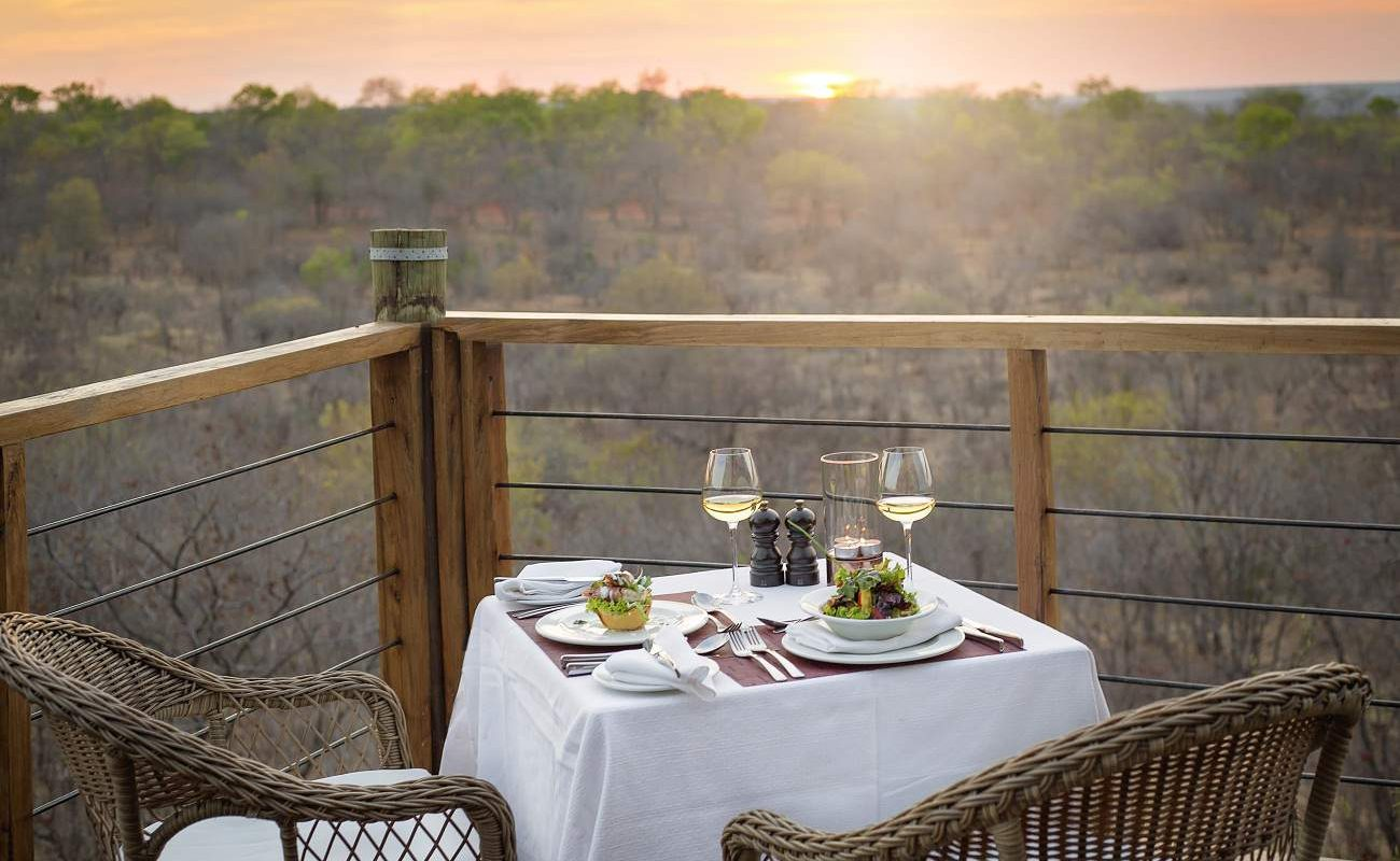 Privates Dinner auf der Veranda des Victoria Falls Safari Clubs