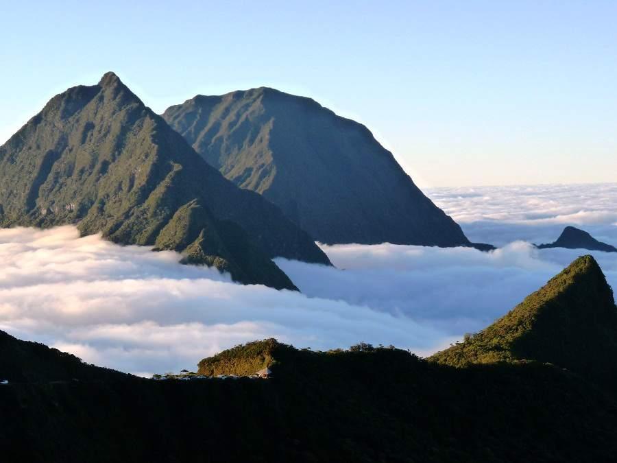 Nebel über den Talkesseln von La Réunion