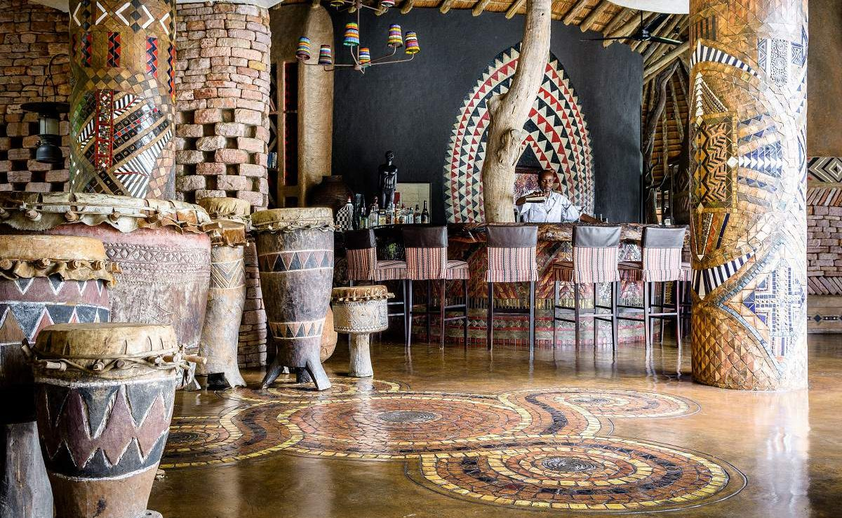 Bar und Lounge der Luxuslodge Singita Pamushana
