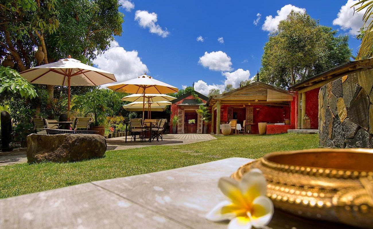 Bar und Garten des kleinen Boutiquehotels in den Bergen von Mauritius