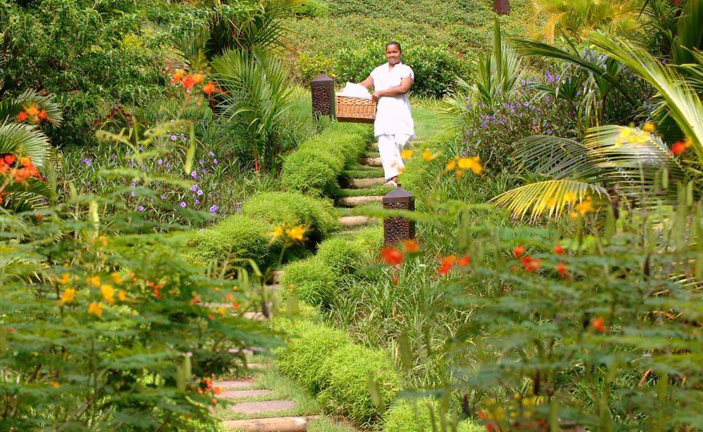 Im tropischen Garten der Lakaz Chamarel Exclusive Lodge