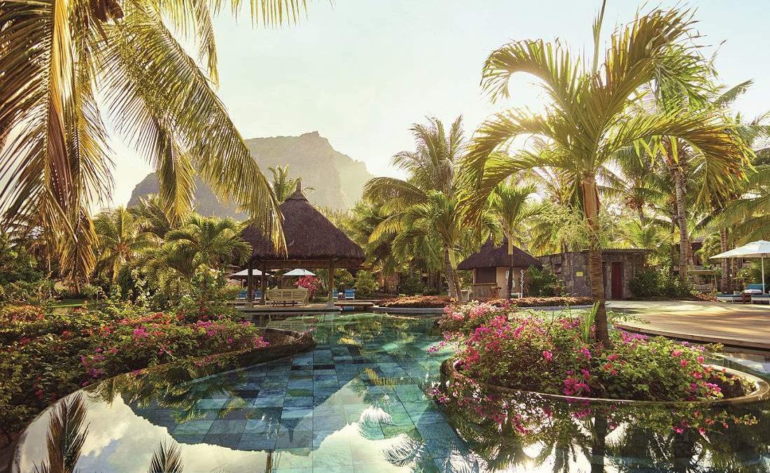 Pool des Lux Le Morne mit Blick auf den Le Morne