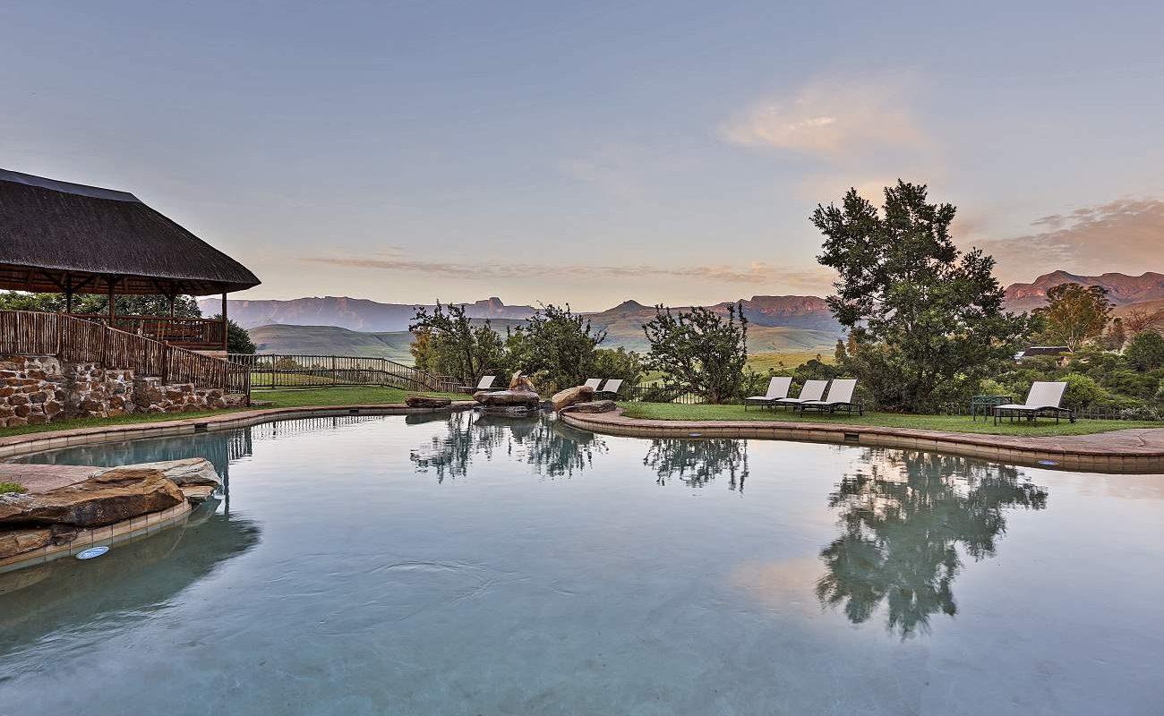 Pool der Montusi Mountain Lodge mit Blick auf den Drakensberge