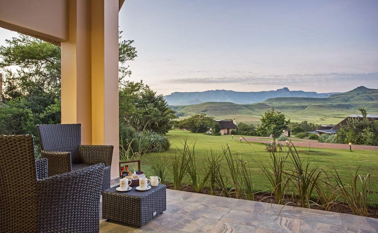 Ausblick auf die Drakensberg von der Mountain Suite in Montusi