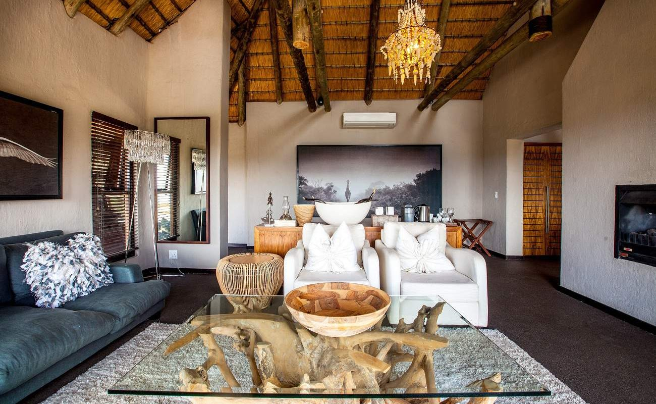 Lounge der Honeymoon Suite in Nambiti