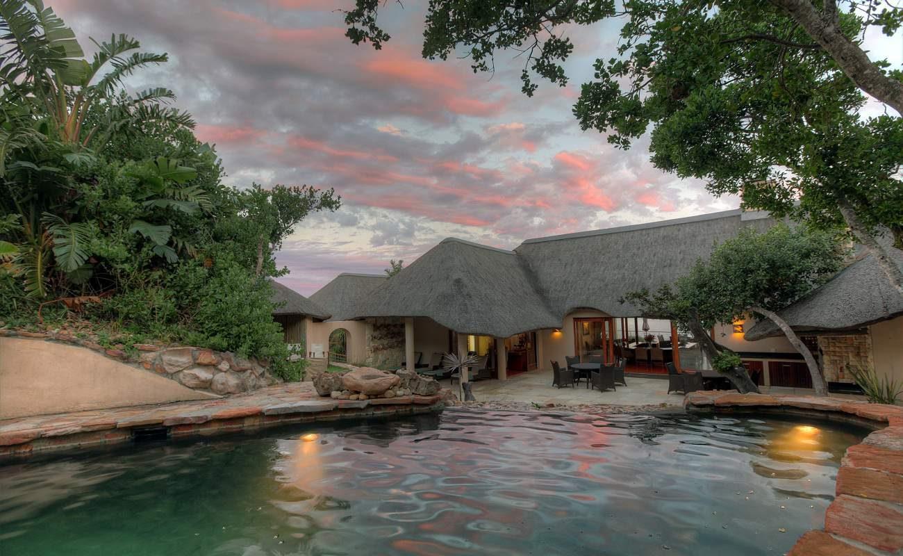 Pool des Haupthauses der Luxuslodge bei Port Elizabeth