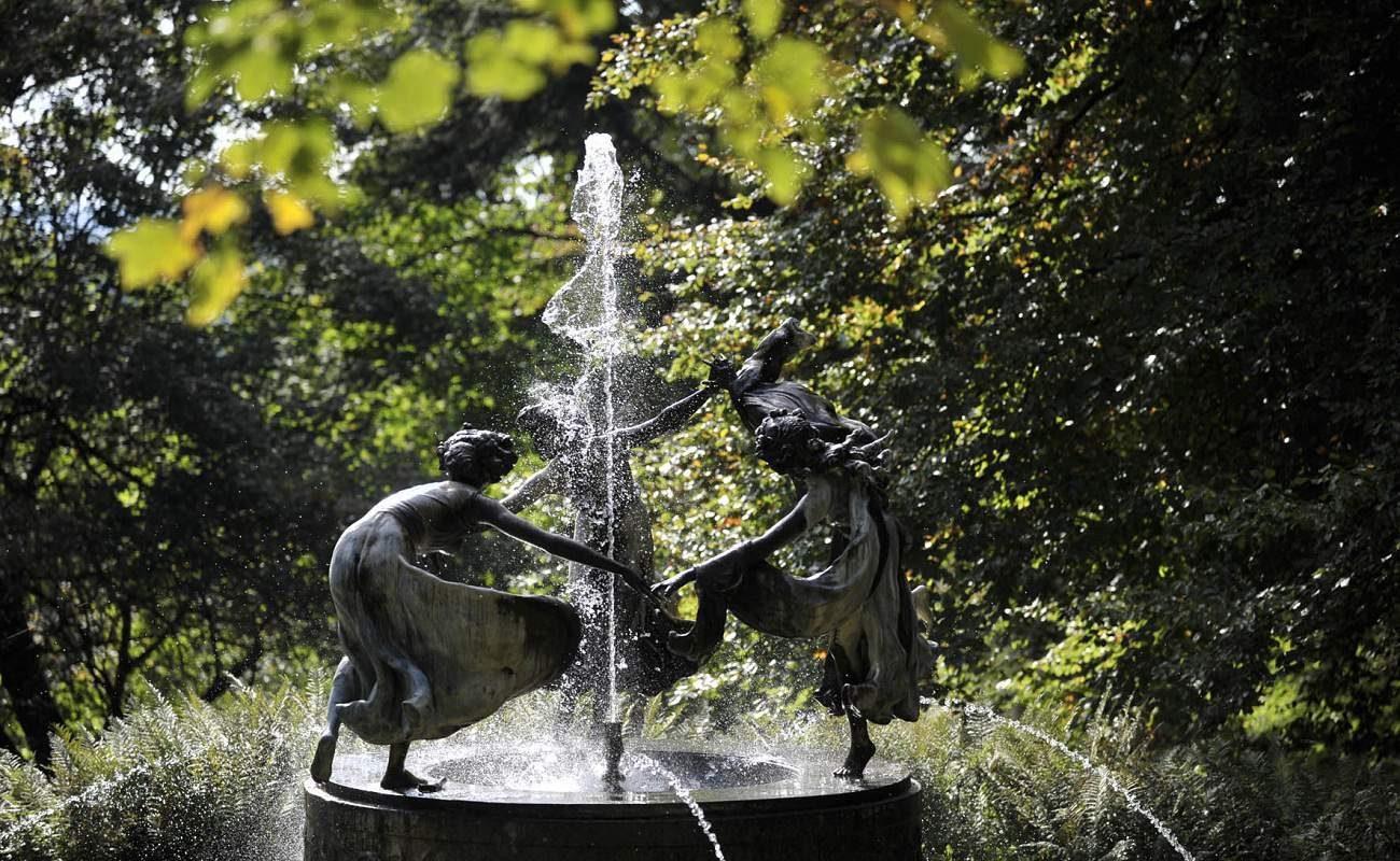 Nymphenbrunnen im Schlosspark in Mecklenburg Vorpommern